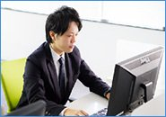 電話応対だけではなく、パソコンを使う場面もたくさん。事務職経験はしっかり活かせます。