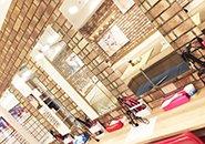 店舗内はお洒落な内装!清潔感もあり、モチベーション高く過ごせる環境です。